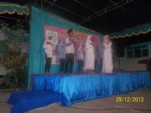 Gb. Santri TPA Al-Amin mengisi pentas seni sebelum pengajian dimulai